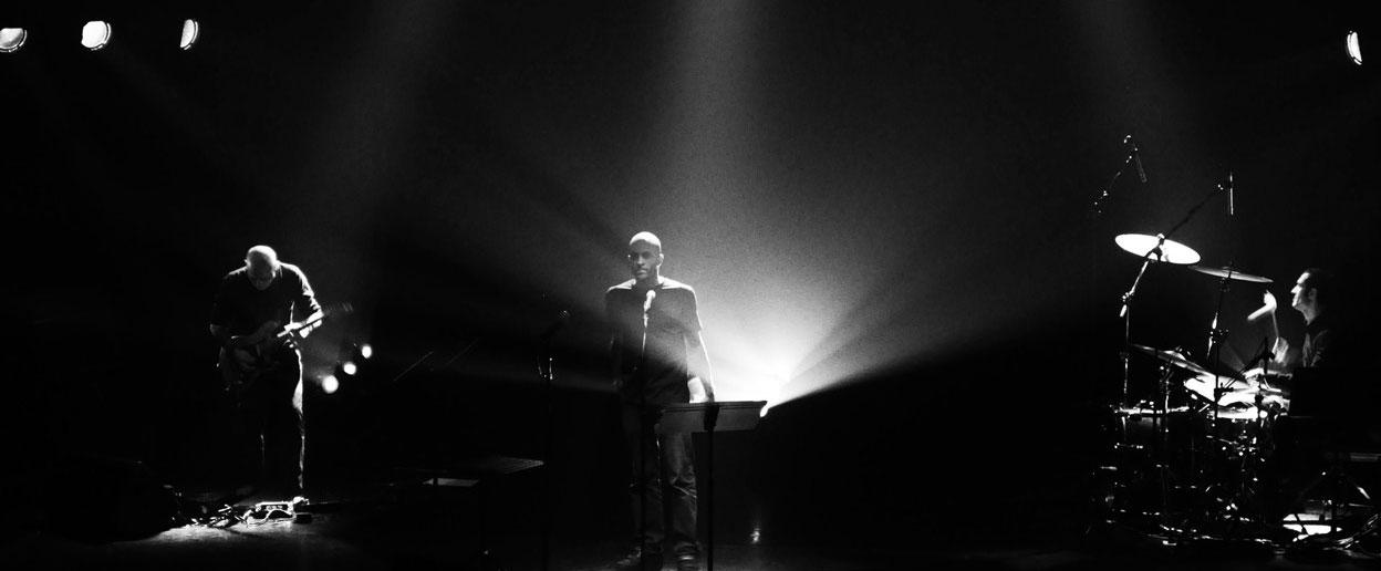 Debout dans les cordages, performance par Zone Libre et Marc Nammour, à la Scène du Canal les 4 et 6 février à 20h.